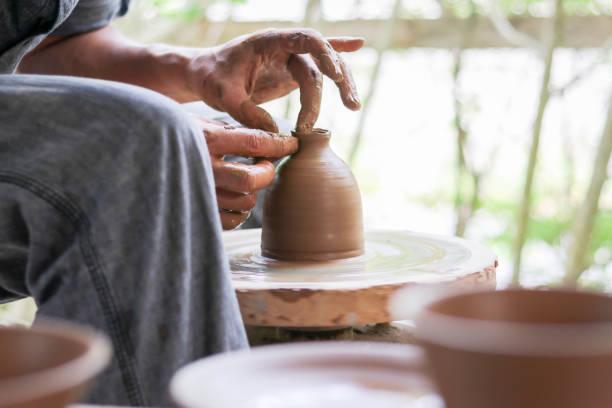 Creating a Small Vase 2 – zdjęcie