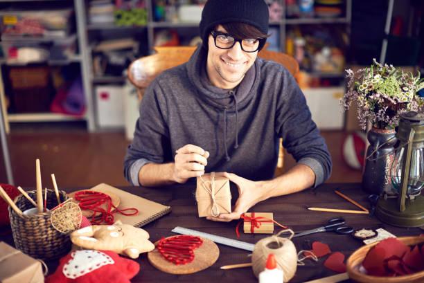 die romantische geschenke - bastelkarton stock-fotos und bilder
