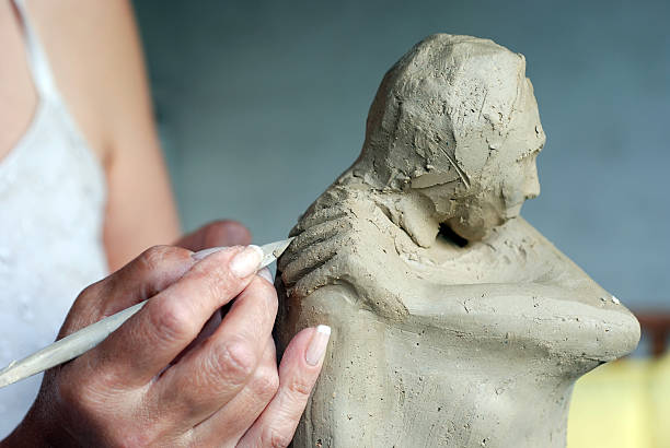 creating sculpture - sculptuur stockfoto's en -beelden