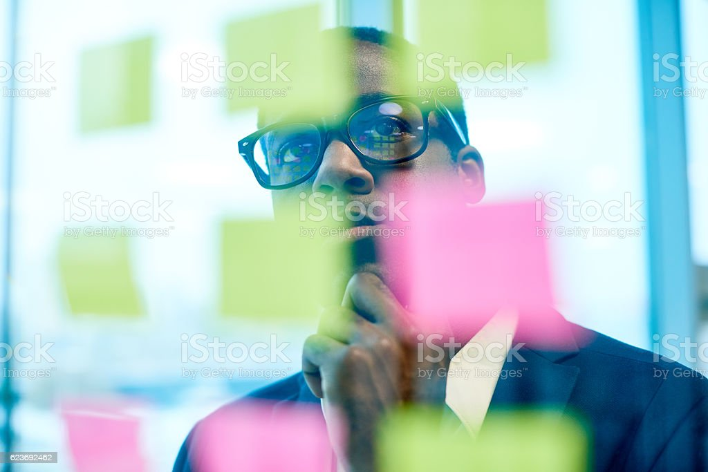 Creative businessman searching for ideas – Foto