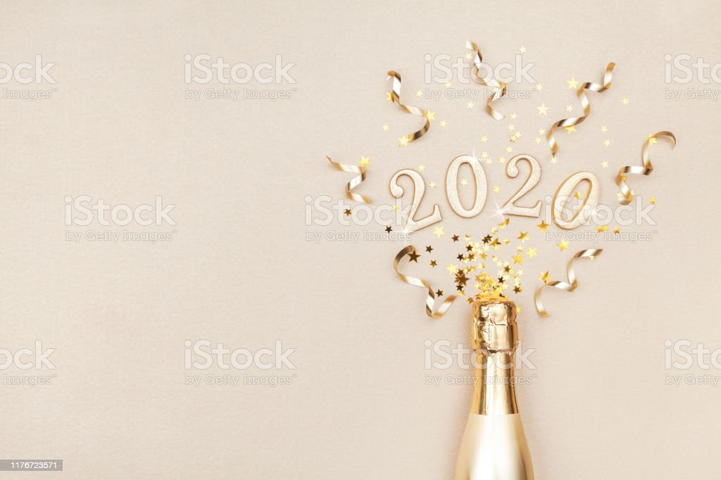 Creative Christmas and New Year flat lay composition with golden champagne bottle, party streamers, confetti stars and 2020 numbers. - Royalty-free 2020 Foto de stock