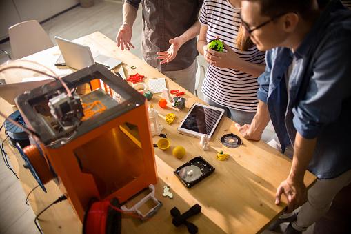 istock Creative Designers Using 3D Printer 886646974