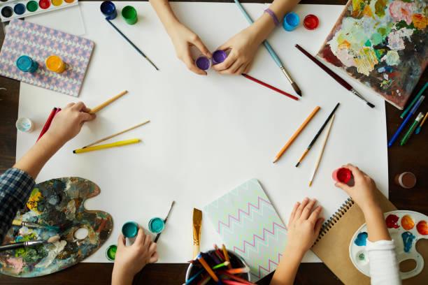 kreatywne tło dla dzieci - malarstwo zdjęcia i obrazy z banku zdjęć
