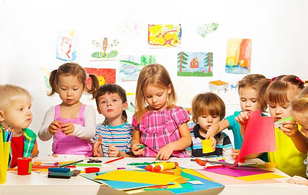 クリエイティブクラスのお子様 - 美術の授業 ストックフォトと画像