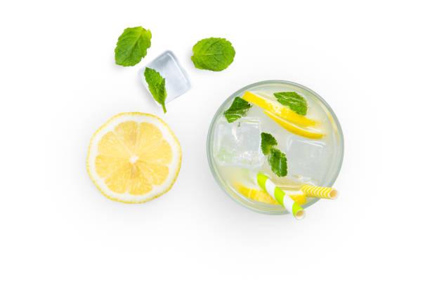 創意佈局-新鮮檸檬水和配料分離 - 檸檬水 個照片及圖片檔