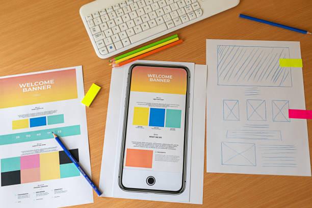 kreative skizze planung anwendung prozess entwicklung prototyp wireframe für web-handy. - prototype stock-fotos und bilder