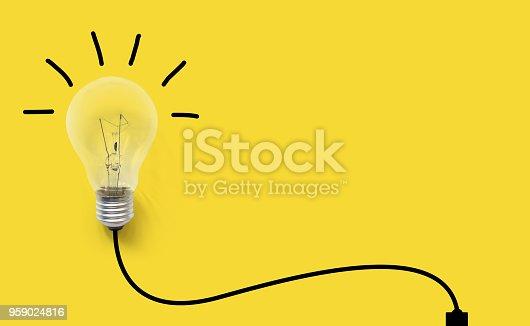 istock Creative thinking ideas brain innovation concept. Light bulb on yellow background 959024816