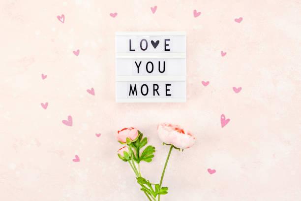 kreative valentinstag romantische komposition - herz zitate stock-fotos und bilder