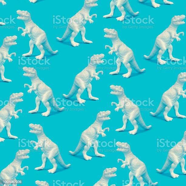 Creative white painted dinosaur pattern on blue background abstract picture id1007087026?b=1&k=6&m=1007087026&s=612x612&h=bqpv2e9ylwt13v ytspg2 1khk75rtlvw7qfbagacvu=