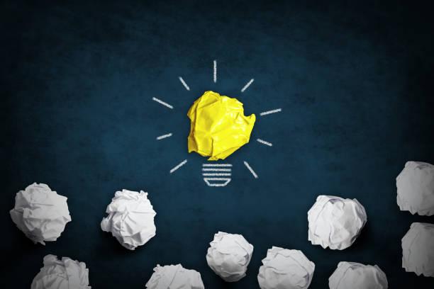 Kreativität und Konzept - Glühbirne als Inspirationssymbol – Foto