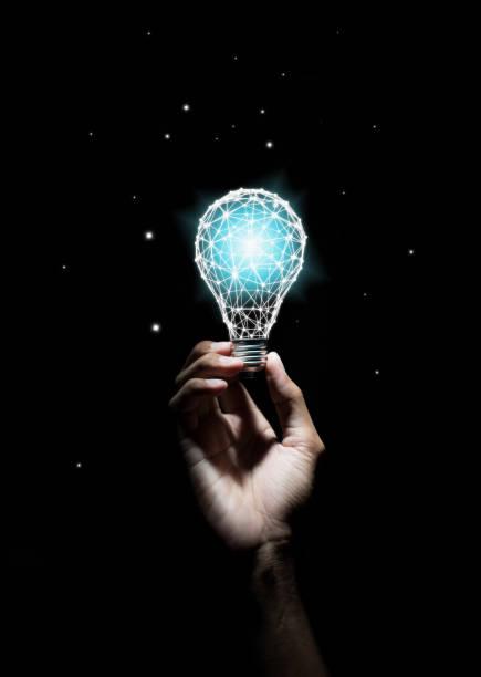 kreativitet och nyskapande är nycklar till framgång. begreppet ny idé och innovation med glödlampor. - hand tänder ett ljus bildbanksfoton och bilder