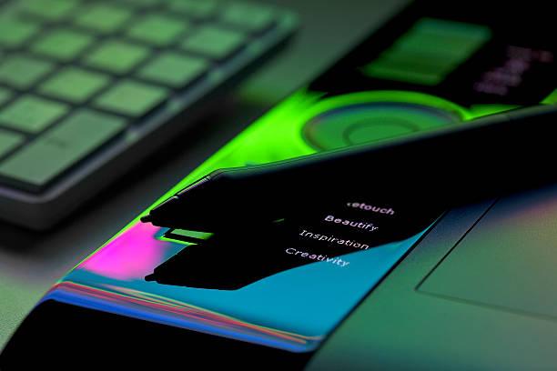 """""""inspiration, créativité, de beauté et de racines sur tablette numérique"""" - graphisme photos et images de collection"""