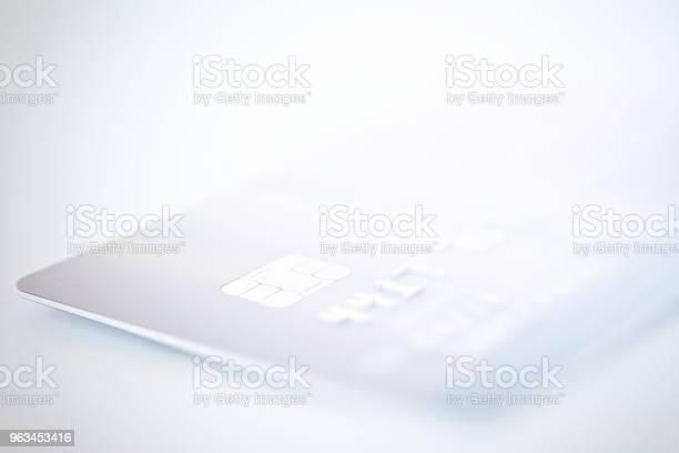 Karta Kredytowa Z Bliska Strzał Z Miękkiej Ostrości W Tle - zdjęcia stockowe i więcej obrazów Analizować