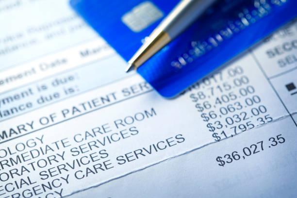credit card on a hospital invoice - debito foto e immagini stock