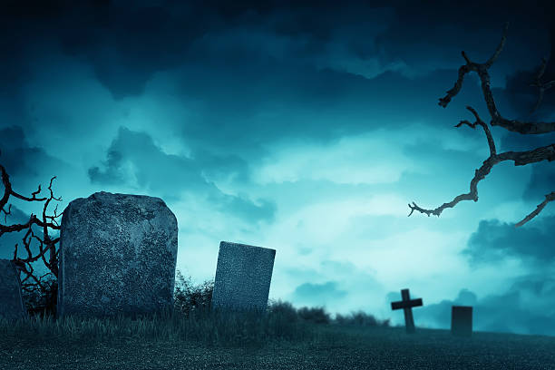 creepy atmosphere in the cemetery with tombstone - kerkhof stockfoto's en -beelden