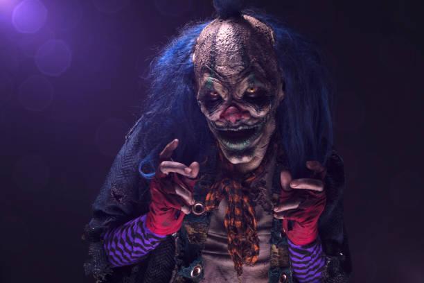 gruselig clown - horror zirkus stock-fotos und bilder