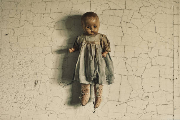 令人毛骨悚然的娃娃 - 公仔 個照片及圖片檔