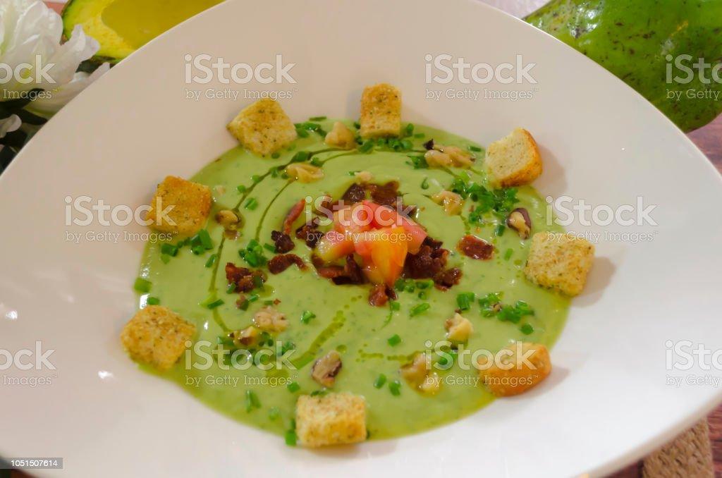 crema o sopa de aguacate stock photo