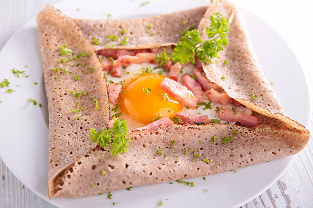 crepe with egg and bacon - gezout stockfoto's en -beelden