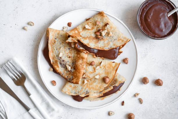Crepes mit Schokolade und Haselnüssen – Foto