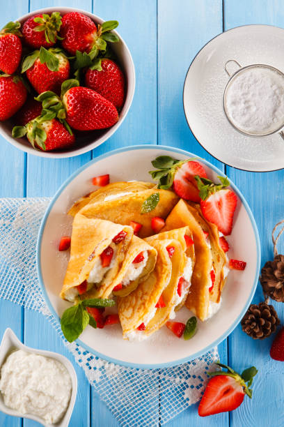 Crepes mit Sahne und Erdbeeren – Foto