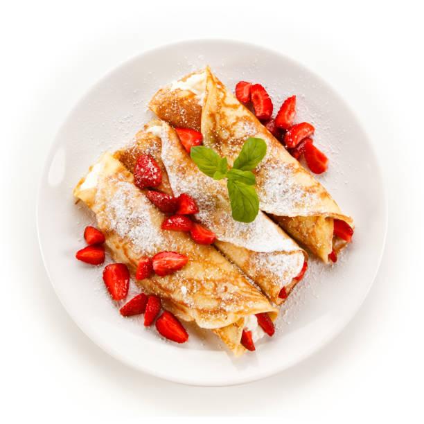 Crepes mit Erdbeeren und Sahne – Foto