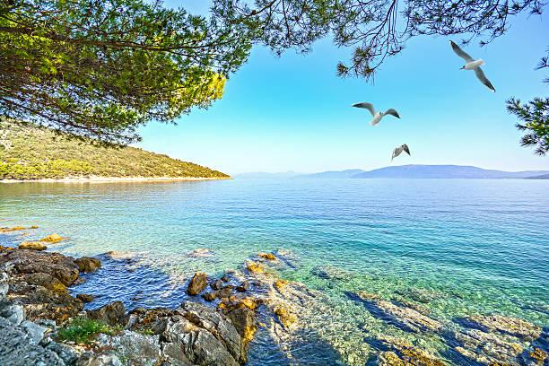 Cres Island, Croácia: Vista da praia promenade para o mar Adriático