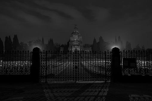 Crespi Dadda Cemetery By Night 32 - Fotografie stock e altre immagini di Ambientazione esterna