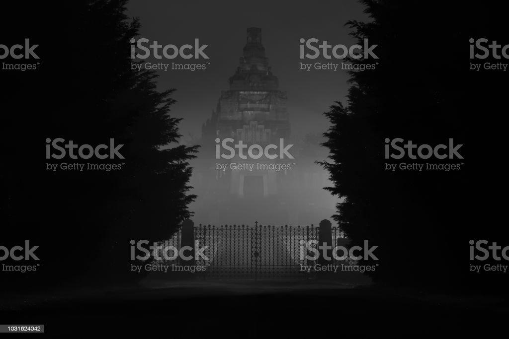 Crespi d'Adda Cemetery by night 3:2 - Foto stock royalty-free di Ambientazione esterna
