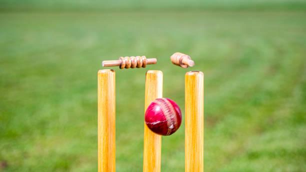Cricketball trifft die Stümpfe – Foto