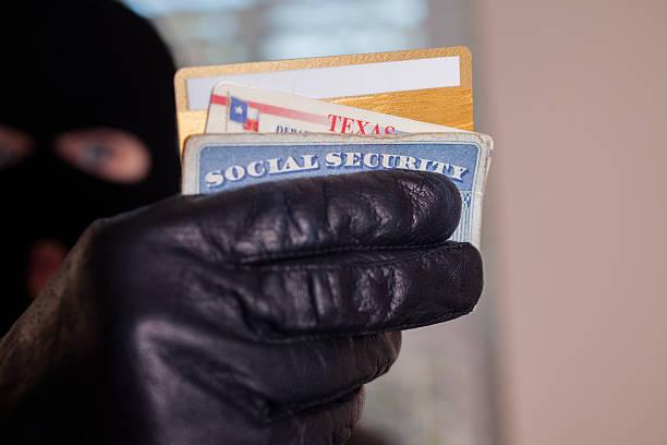 犯罪。 マスク theif 飲む身分証明書をご利用いただけます。 - id盗難 ストックフォトと画像
