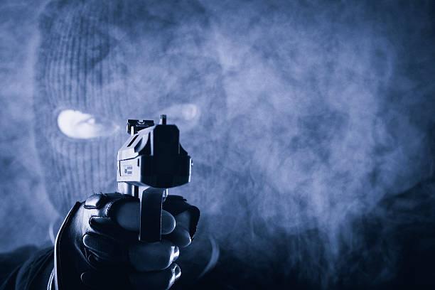 Verbrecher mit gun – Foto