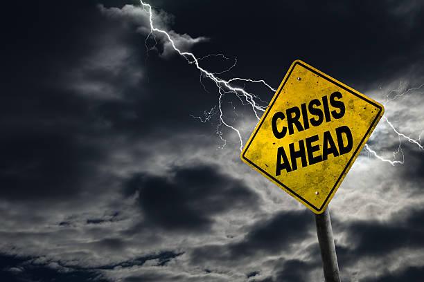 crisis ahead zeichen mit stürmischem hintergrund - verzweiflung stock-fotos und bilder