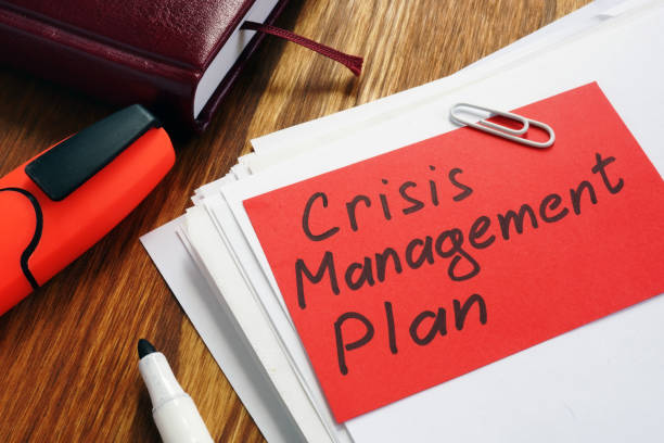 crisis management plan on an office desk and papers. - crisi foto e immagini stock