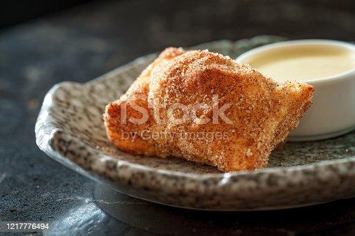 Crispy apple pie served with vanilla sauce dip
