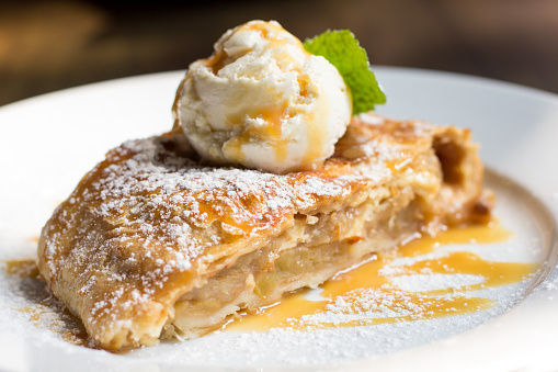 Crispy apple strudel