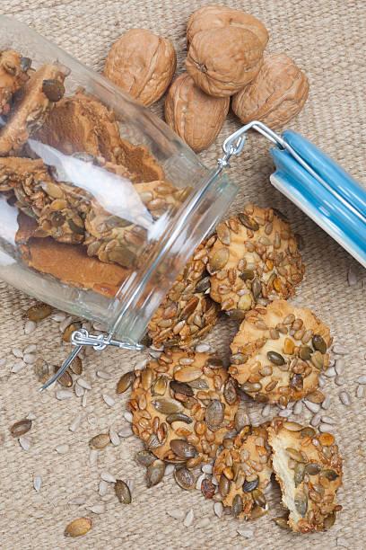 Knusprige Kekse mit Kürbis und Sonnenblumenkern – Foto