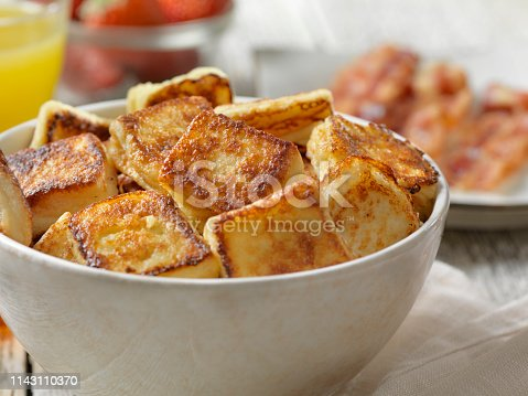 Crispy French Toast Bites with Maple Syrup