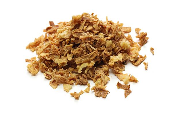 crispy fried onion flakes - sjalot stockfoto's en -beelden