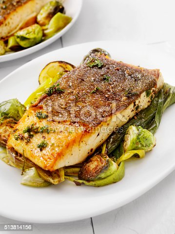 istock Crispy Skin Grilled White Fish 513814156