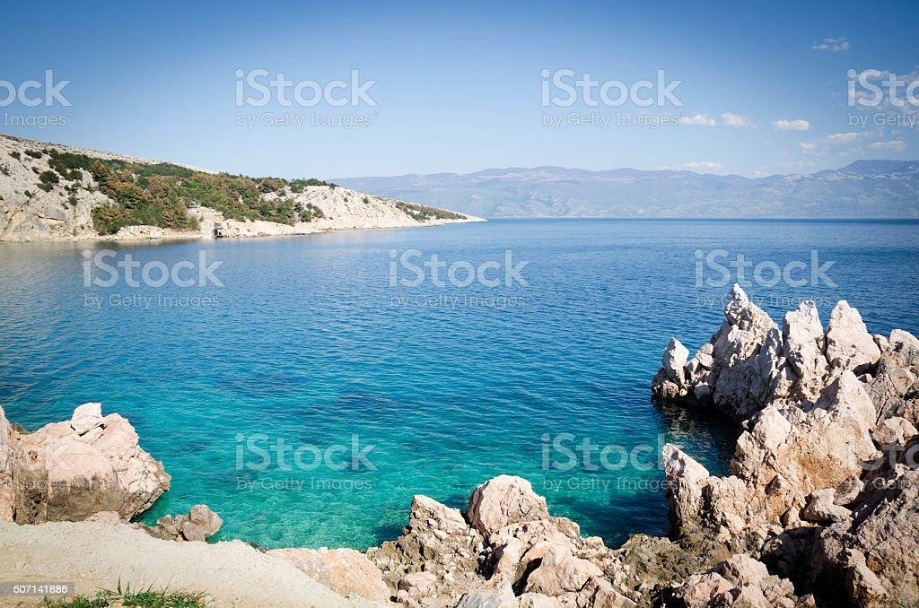 Kroatische Strand an einem sonnigen Tag, Insel Krk, Kroatien – Foto