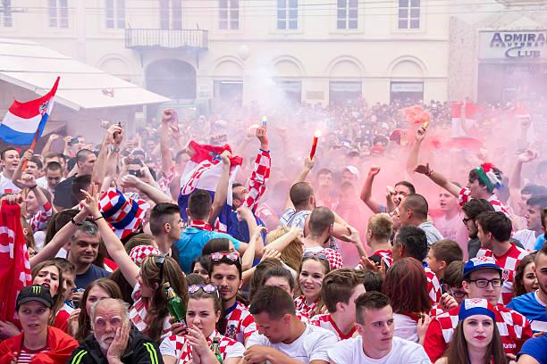 Los aficionados al fútbol de croacia - foto de stock