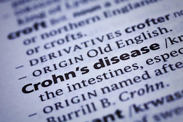 crohn-krankheit: wörterbuch-nahaufnahme - definition krankheit stock-fotos und bilder