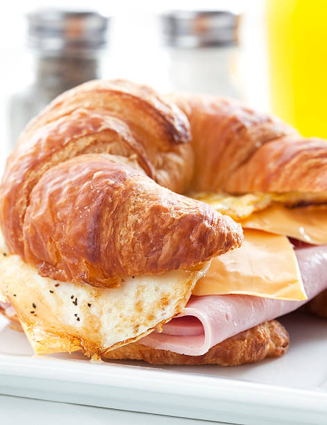 croissant breakfast sandwich - ei sandwiches stock-fotos und bilder