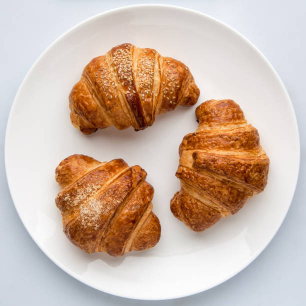 croissants on a white background - foto stock
