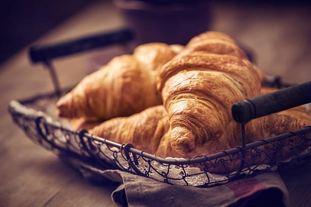 medialunas - comida francesa fotografías e imágenes de stock