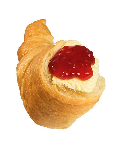 Croissants mit Himbeermarmelade. – Foto