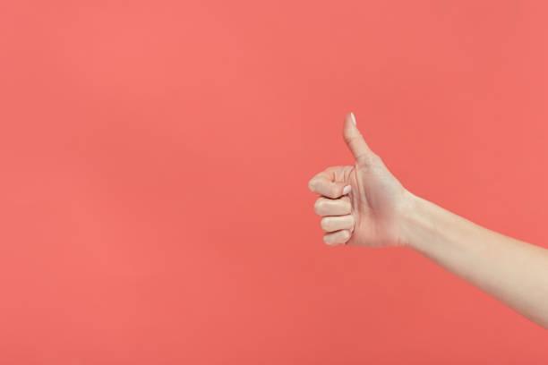 el başparmak, üzerinde izole kırmızı gösterilen görünümünü kırpılmış - thumbs up stok fotoğraflar ve resimler