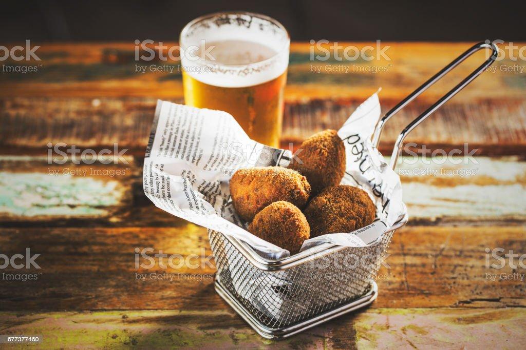 Kroketten en bier foto
