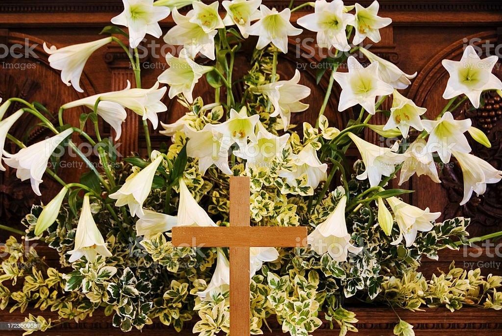 Cruce y Lilies foto de stock libre de derechos